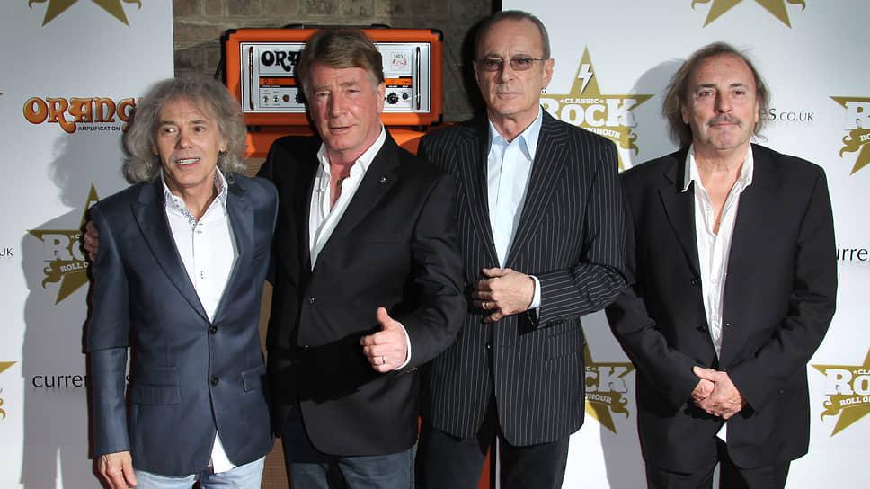 Алан Ланкастер (слева) с оригинальным составом Status Quo в 2012 году