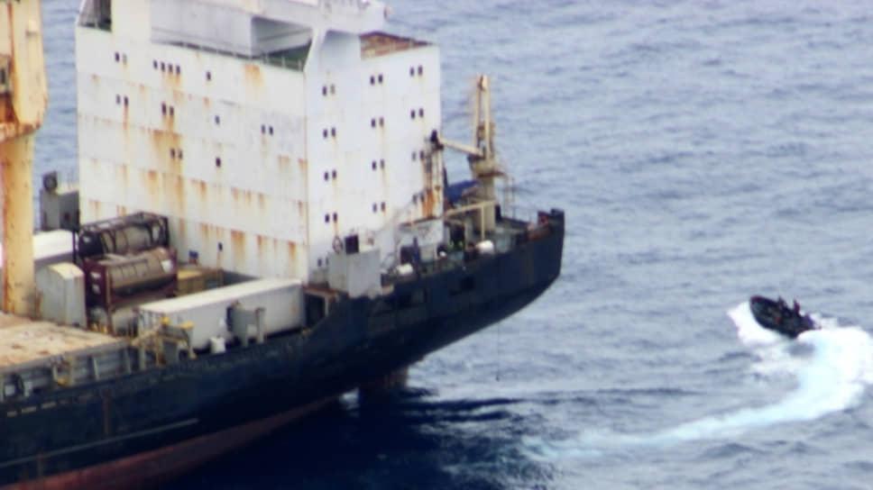 Российские военные спасли от пиратов контейнеровоз в Гвинейском заливе