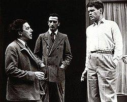 Андре Бретон (слева), Сальвадор Дали (в центре) и Рене Кревель (справа). Первому Эренбург был обязан пощечиной, последнему — скандалом накануне открытия конгресса