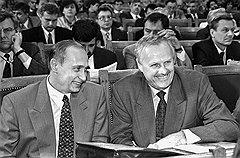 1993 год. Владимир Путин и Анатолий Собчак на заседании Законодательного собрания Санкт-Петербурга