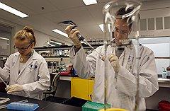 В лабораториях WADA в Ванкувере всех подозрительных спортсменов из «красного списка» обещали проверять с утроенным вниманием