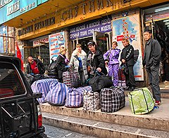 Весь центр Суйфэньхэ — сплошная торговая площадка: вывески на русском и многочисленные русские «челноки»
