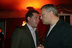 У двух Александров — Мамута (слева) и Лебедева — много общего: 40 лет назад они сидели за соседними партами, сегодня расположились на соседних строчках в рейтингах миллиардеров