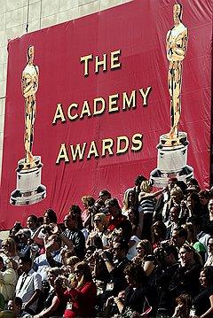Сегодня за вручением «Оскара» наблюдают по телевизору, а за звездами охотится целая армия фотографов