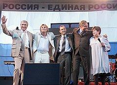 Коммунист Ходырев (слева), если нужно, становился в ряды демократов