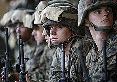 Военные США в оценках по Ирану сдержанны. Глава Объединенного комитета начальников штабов адмирал Майкл Маллен не скрывает, что третья война в регионе ни армии, ни экономике США не нужна