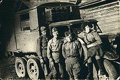 Орловская область, август 1943 года. Экипаж МГУ: капитан Коган, воентехник Ларин, сержант Афанасьев, Либа Наглер
