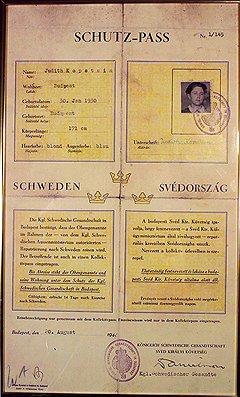 «Шютц-паспорт», выданный в августе 1944-го и объявляющий подданной шведской короны Юдит Копштейн,— с его помощью Валленберг спас эту женщину от гестапо