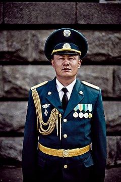 Аскар Аупбаев, майор. Его дед во время Второй мировой войны был командиром взвода пулеметчиков