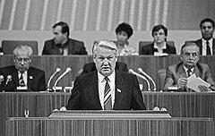Став во главе Верховного Совета РСФСР, Борис Ельцин объявил о выходе из КПСС