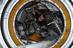 Максим Сураев на Земле, в музее космонавтики, и в космосе (на фото)