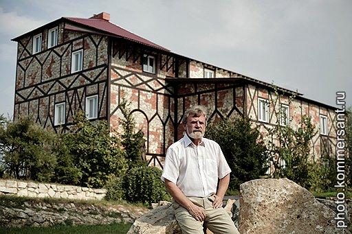 Владимир Мелихов (на фото) большую часть своей жизни сейчас посвящает не бизнесу, а сбору доказательств о «большевистском терроре и его человеконенавистнической сущности»