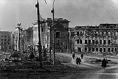 Разрушенные здания гостиницы «Кавказ» и парламента Чечни. Документальные кадры тоже войдут в игровой сериал