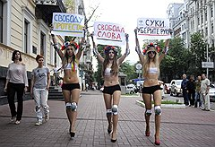 Июнь 2010 года. Femen выступает с призывом оградить активисток организации от незаконного давления правоохранительных органов