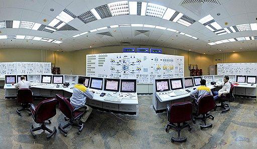 Строительство атомной станции в иранском Бушере, начинавшееся как рядовой энергетический проект, превратилось в крупную политическую проблему после того, как Тегеран заявил о своих ядерных амбициях. Формально — станция объявлена вступившей в строй. Фактически — объект «завис» после нападения компьютерного червя на иранские компьютеры