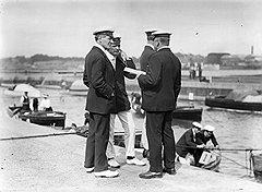 На этом снимке, сделанном в 1907 году, первый слева — коммандер Камминг, основатель и первый глава Ми-6