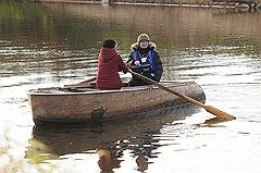 На календаре октябрь, и до деревни Шемякино Новгородской области переписчик может добраться только на лодке