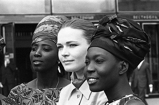 Андрей Князев. Актриса Людмила Чурсина на Московском кинофестивале. 1970-е