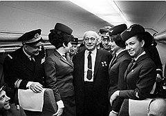 Александр Устинов. Авиаконструктор Андрей Туполев в салоне самолета ТУ-144. 1977