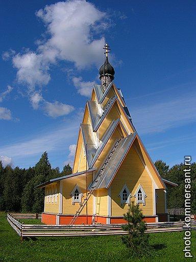 Сначала все думали, что Хлопотин строит баню, и только потом поняли -- храм