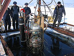Как только лед на Байкале становится крепким, ученые приступают к осмотру оборудования