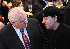 Михаил Горбачев и Клаус Мейн из легендарного Scorpions. Им было о чем поговорить в Б ерлине