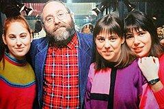 Начало 1990-х. Папа Полгар с дочерьми — еще не гениями, но уже вундеркиндами.