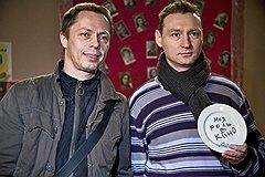 Главный режиссер Валерий Белов и гендиректор Вадим Федосов разбили тарелку на счастье