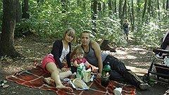 """Альбина Шарафутдинова (слева) с мужем Айратом и дочкой. Альбину с места аварии """"скорая"""" увезла еще живой"""