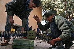 Ленты к пулеметам на ливийских тачанках набивают вручную