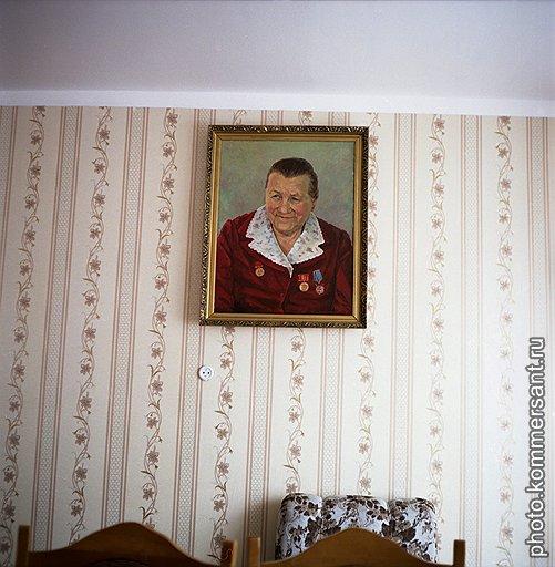 Портрет Анны Тимофеевны в музее, в комнате для приема гостей