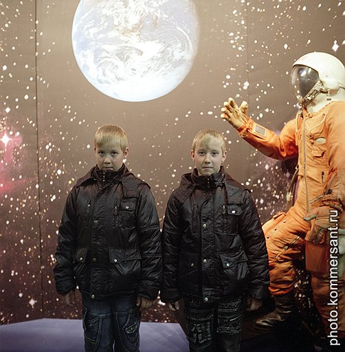Игорь и Денис Аганины, посетители музея, собираются стать космонавтами, как и их земляк