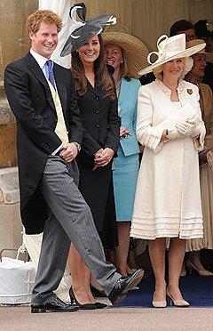Младший принц Гарри, будущая принцесса Кэтрин и мачеха Камилла Паркер-Боулз. Сейчас новая королевская семья выглядит очень современно
