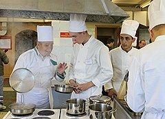 Шеф-повар Николай Резчиков, старший прапорщик запаса, делится своим более чем 30-летним кулинарным опытом