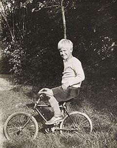 Школьные годы принца Филиппа прошли во Франции. Детство как детство