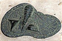 Древние медики были убеждены, что в печени обитает душа всякого живого существа, печень была ответственна за здоровье всего организма, а древние римские жрецы гаруспики использовали печень жертвенных животных для определения будущего