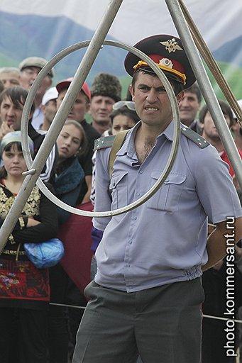Фестивали канатоходцев усиленно охраняются: среди почетных гостей нередко можно встретить первых лиц республики
