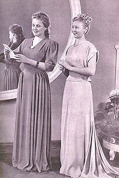 Журналы мод предлагали одежду из несуществующей жизни. Но тот практичный костюм, который придумала для советских женщин модельер Эльза Скиапарелли (справа вверху), в производство не пошел