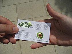 Такие карточки передают друг другу самые обыкновенные люди. Все, что нужно: это передать карточку другому, сделав ему что-нибудь хорошее