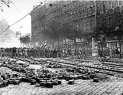 Демонстрации захватили Будапешт, а потом перекинулись и в другие города. Остановить людей не могли ни партийные начальники, ни оппозиционеры, ни интеллигенция
