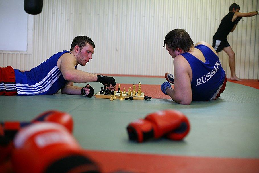 Для настоящего шахбоксера не существует преград: в шахматы он может играть хоть после десятка пропущенных ударов, хоть на полу