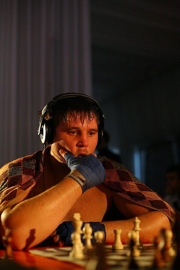 Чтобы после раунда бокса вспомнить, что как ходит, Николаю Сажину нужно около 30 секунд