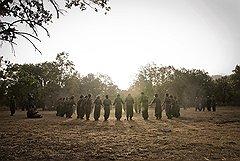 С товарищем Зилан, погибшей в бою, соратницы, по традиции, прощаются ритуальным танцем