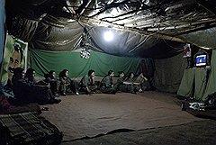 """Партизаны живут группами либо в скалах, либо в лесах. Обустройство отряда начинается с электрогенератора, телевизора и """"комнаты"""" для идеологической подготовки"""