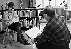 Художники много рисовали Беллу - до встречи с Борисом Мессерером. Орест Верейский рисует Беллу Ахмадулину. 1965