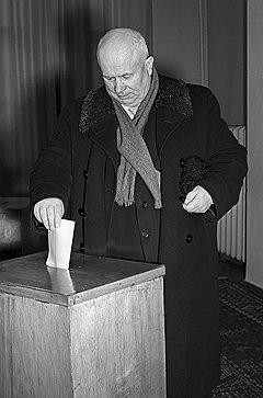 Голосует первый секретарь ЦК КПСС Н.С. Хрущев