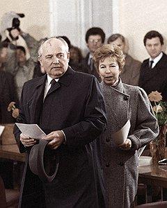 Горбачевы голосуют на выборах народных депутатов СССР