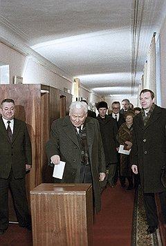 Даже Черненко, несмотря на болезнь, голосует