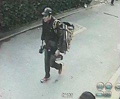 """Эксперты полагают, что человек на этом снимке, сделанном в Бангкоке, непосредственно связан с """"тайскими инцидентами"""""""