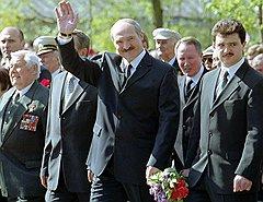 """На этом фото справа от президента Лукашенко — его сын Виктор. Под его контролем сегодня и КГБ, и секретная служба """"Оперативно-аналитический центр при президенте"""", и ...миллиардер Пефтиев"""